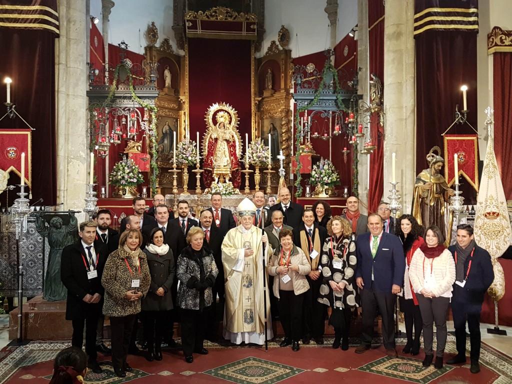 Hermanos Mayores asistentes al encuentro junto al Cardenal Amigo Vallejo
