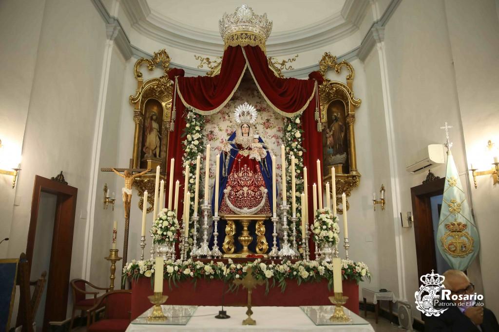 Nuestra Señora del Rosario, Patrona y Protectora de El Palo presidiendo su Altar de cultos.
