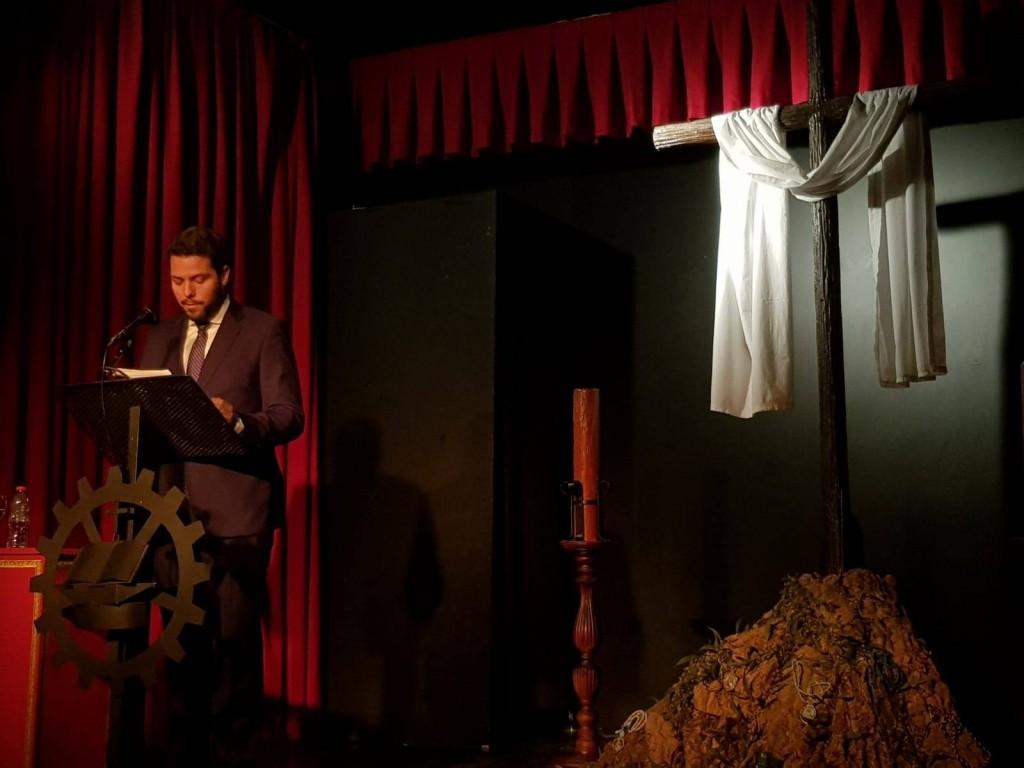 Nuestro hermano D. Carlos Bueno durante el pregón.