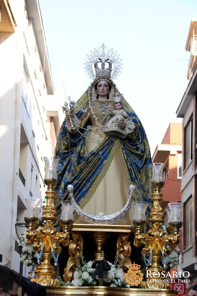 Ntra. Sra. del Rosario durante el rezo público del Santo Rosario.