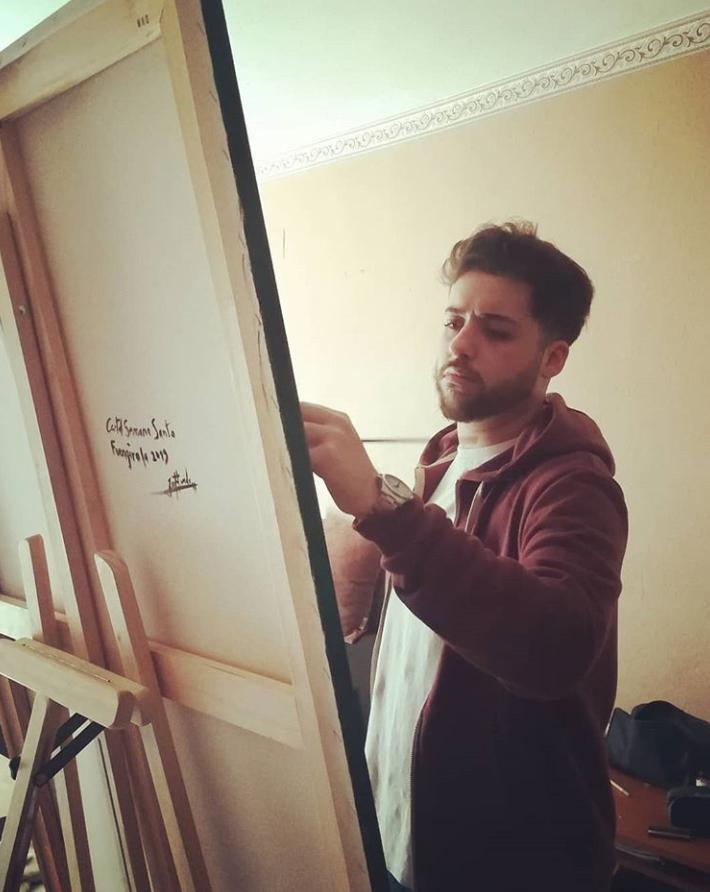 El artista José Florido realizando una de sus obras.