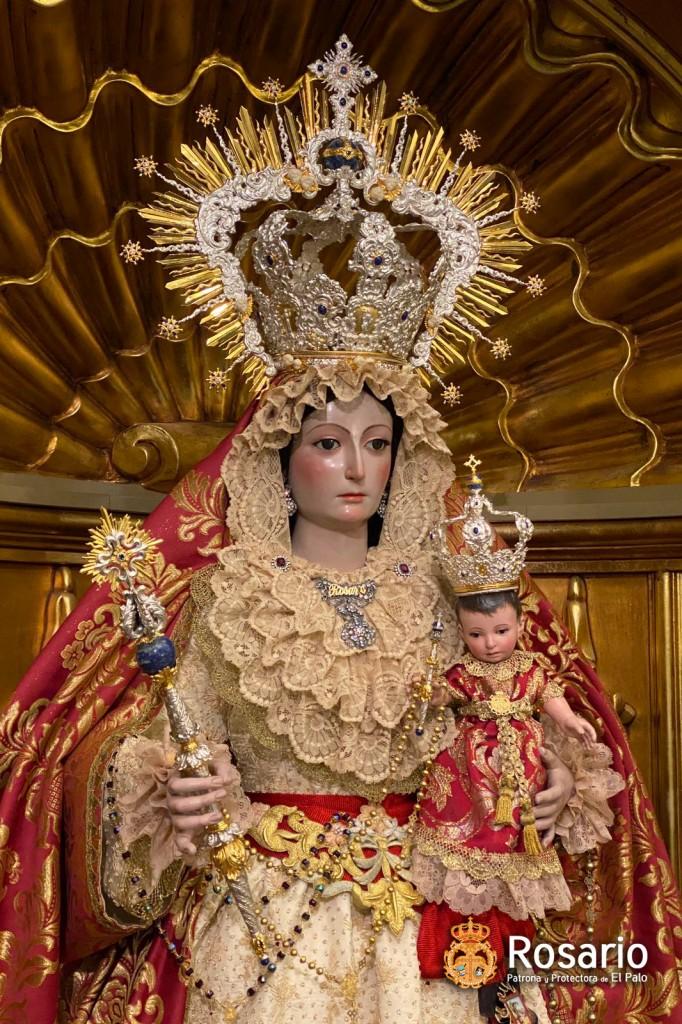 Ntra. Sra. del Rosario, ataviada para Pentecostés.